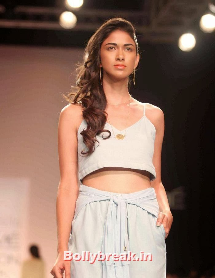 Reha Sukheja, Hot Models Walk Ramp for Nishika Lulla Show at LFW Summer Resort 2014
