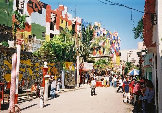 Callejón de Hamel y el callejón de los Barberos, dos originales callejones en Cuba