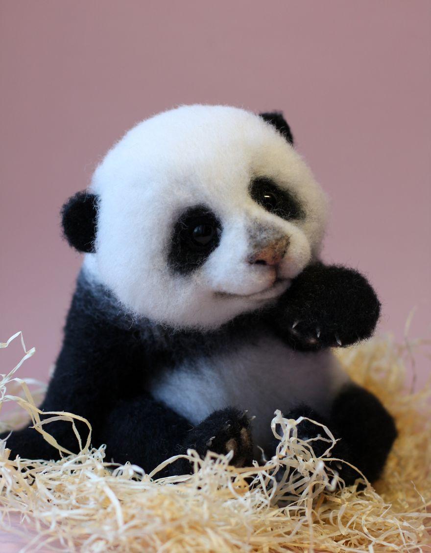 03-Panda-Tatiana-Barakova-Татьяна-Баракова-Plush-little-Animals-made-of-Wool-www-designstack-co