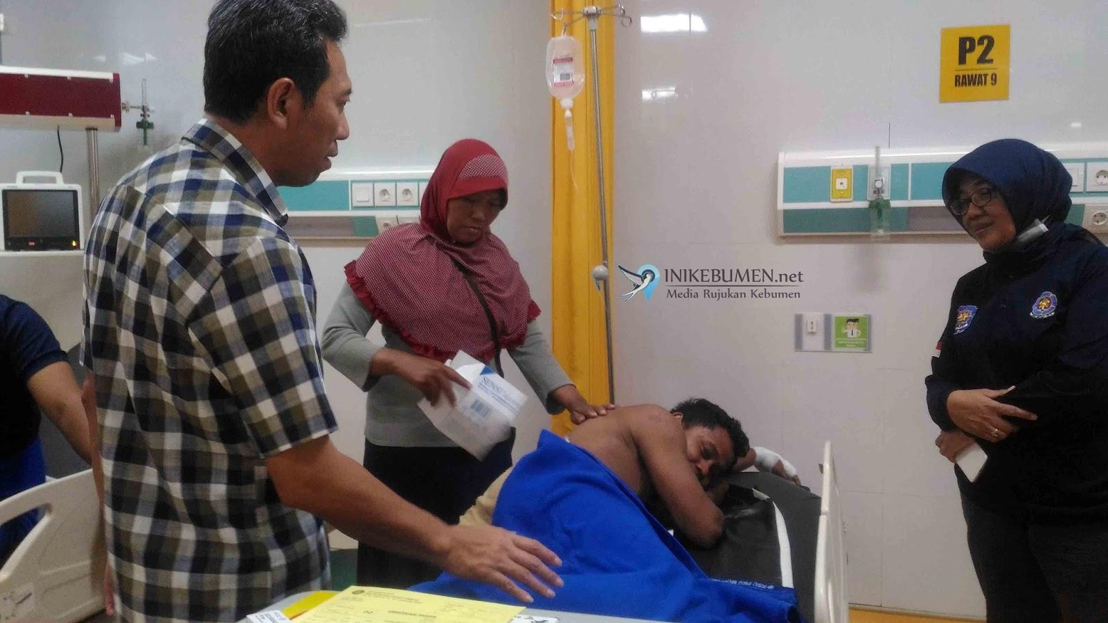 Petugas Damkar Korban Kebakaran Pasar Wonokriyo Gombong Pulang dari Rumah Sakit