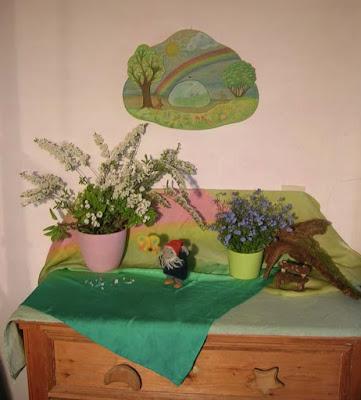 Jahreszeitentisch im Mai, Waldorfkindergarten, Wollzwerg, Waldorfzwerg, Mit Kindern die Jahreszeiten erleben