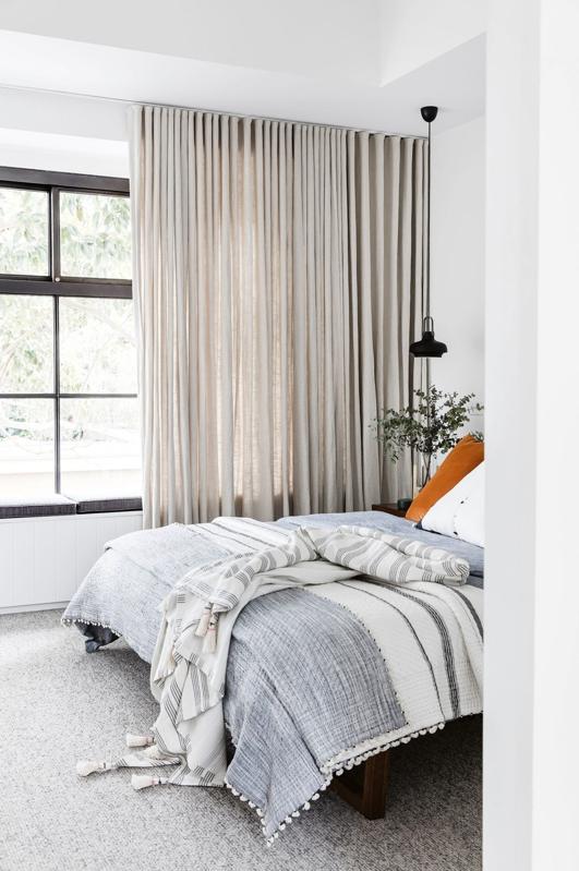 Una vivienda moderna para una familia joven rebosante de estilo chicanddeco