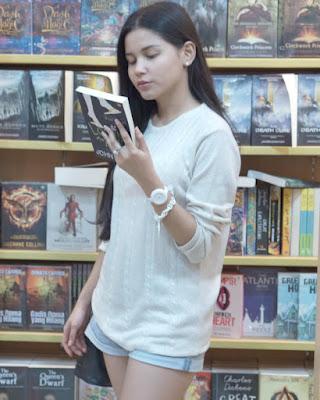 Yunita Siregar Baca Buku