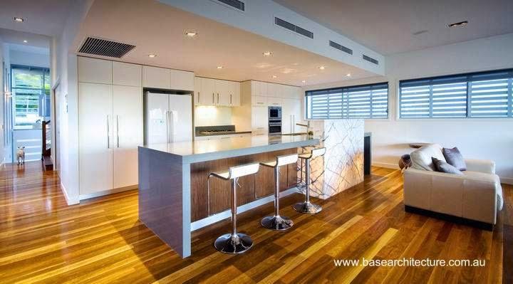 Amplio ambiente interior con cocina y sala