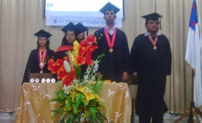 590f0447a Cuerpo de profesores Instituto Bautista regional que otorgan título (Todas  las borlas al lado izquierdo)