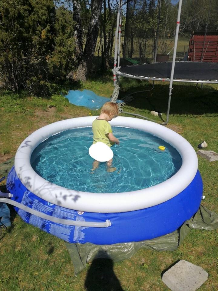 Förra sommaren behövde man ingen pool. Den här sommaren eller ska jag säga  våren är den nästan ett måste om ... ab07159d77422