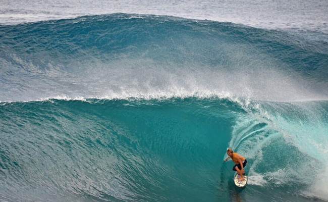 Xvlor.com Cloud 9 is perfect surf spot for right break barreling on Siargao Island
