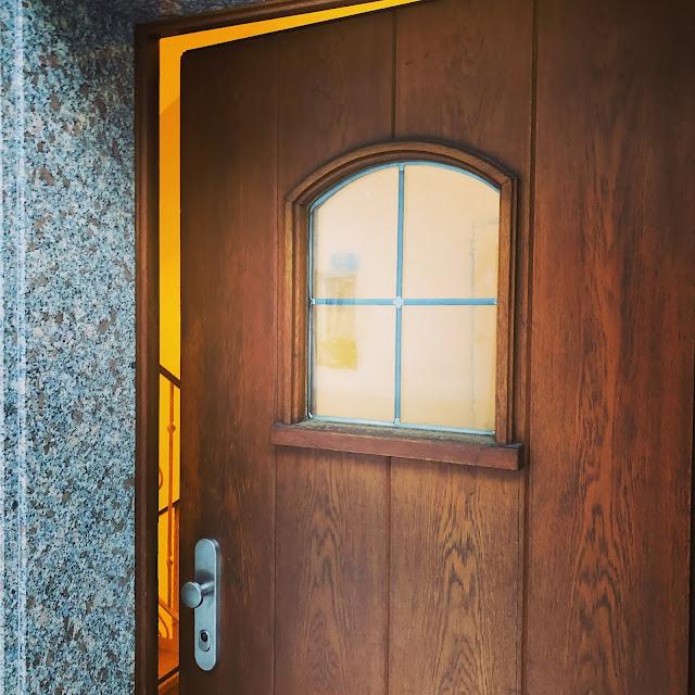 Seiteneingang, 4Eck, Restaurant, Garmisch-Partenkirchen, Bar, Logo, Viereck, for you, Nachhaltigkeit, echt coole Küche, Uschi Glas, Kerstin Schumann, Küchenchef Sven Karge, Klammstraße, ehemalige Nordsee,