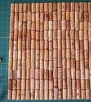 http://manualidadesparaninos.biz/alfombra-de-corcho-manualidades/
