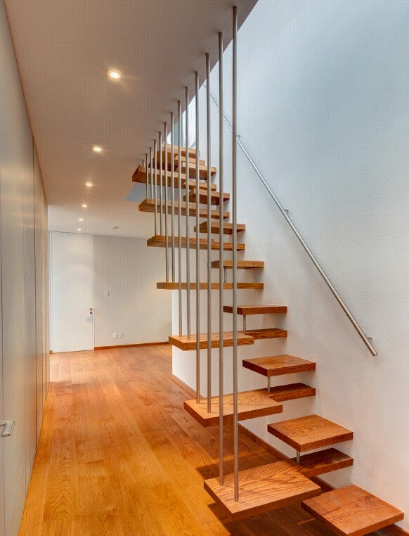 40 model tangga kayu minimalis dan modern