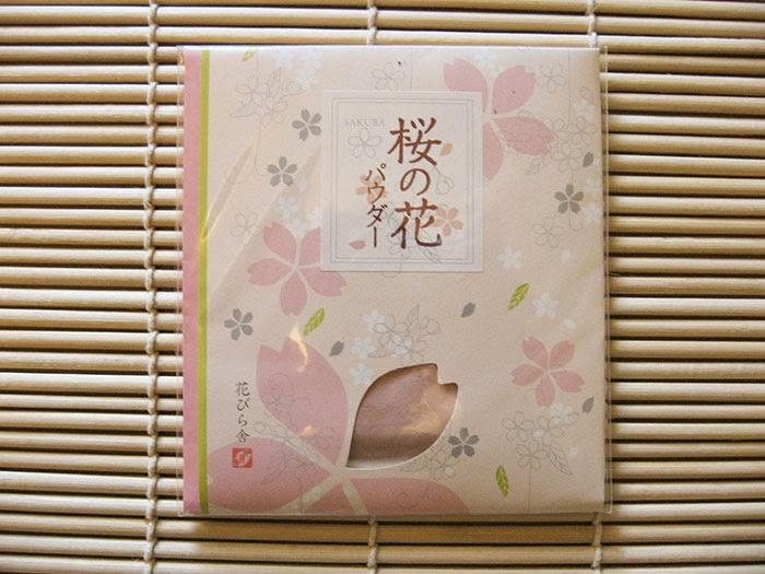 Poudre de fleurs de cerisier salées