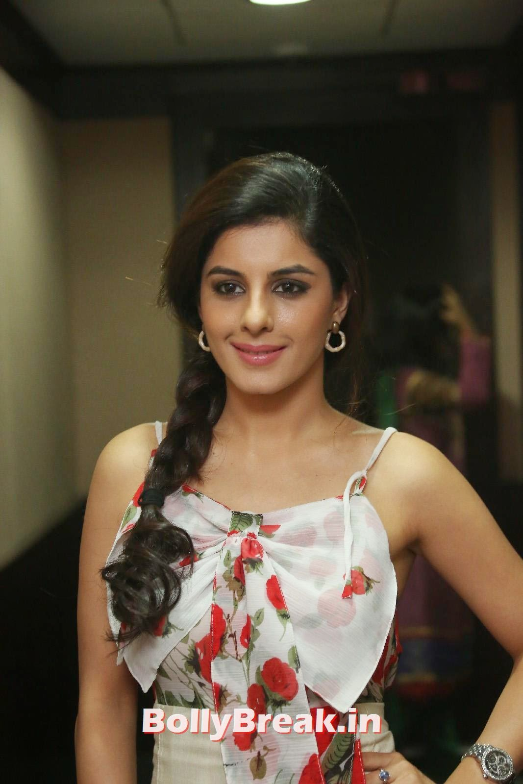Isha Talwar (4), Isha Talwar Cute Pics - Beautiful South Actress