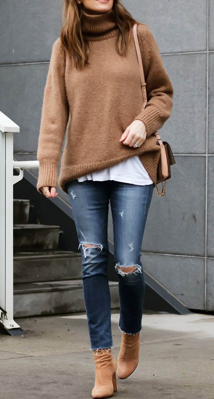 what to wear with a sweater : bag + white top + boots + ripped jeans