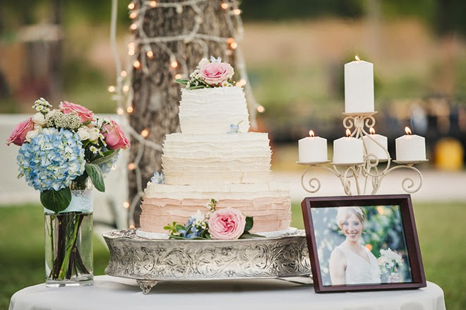 Gorgeous bohemian inspired wedding in oklahoma belle the for Table 52 hummingbird cake