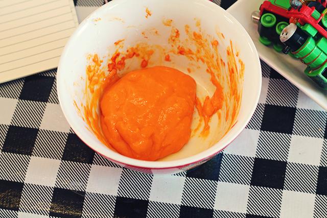 slijm maken - vier soorten lijm getest - oranje slijm