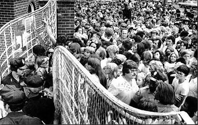 The Death Of Elvis Presley August 16th 1977 Vintage