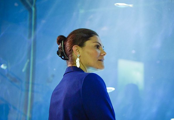 Crown Princess Victoria wore Rodebjer suit Zoe blazer and darcel trousers, and she is wearing Kreuger Jewellery summer feather earrings