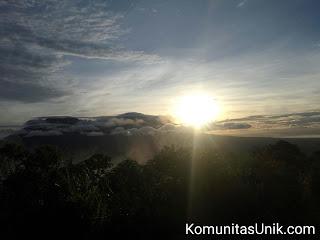 Sunrise Puncak Pos III - Pendakian Gunung Kelud