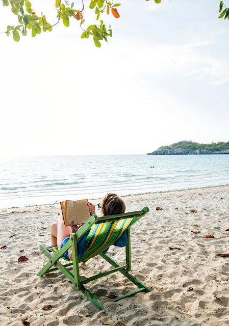 Co czytać w wakacje? Lista książek [horror/kryminał i miłosne]