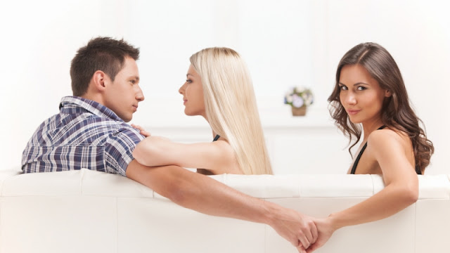 Alasan Kenapa Wanita Pelakor Lebih Tertarik Pada Suami Orang