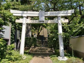 御霊明神社の鳥居
