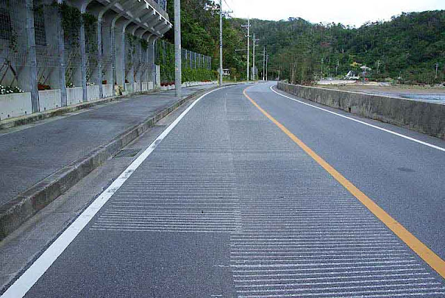 musical grooves in road