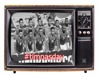 gambar #timnasday Nonton siaran langsung timnas Indonesia lewat layar kaca adalah salah satu momen manis berkumpul bersama keluarga dari masa - ke masa. Saat timnas berlaga,