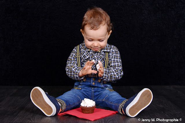 photo enfant 1er anniversaire en studio cup cake bougie