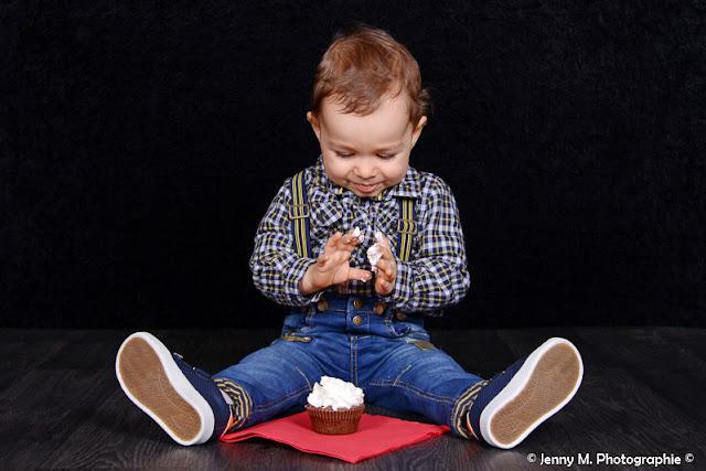 photo enfant 1er anniversaire en studio cup cake bougie