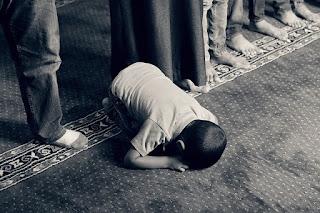 Cara Mendidik anak dalam Islam, anak solat