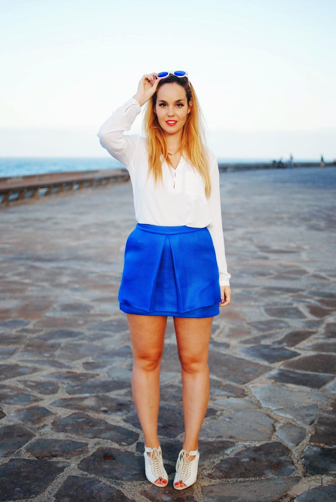 nery hdez, gafas de espejo, azul klein, blonde, neopreno , peplum skirt