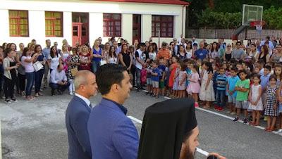 Η εκπροσώπηση της Δημοτική Αρχής στον Αγιασμό, στα σχολεία του Αγρινίου |  Kainourgiopress