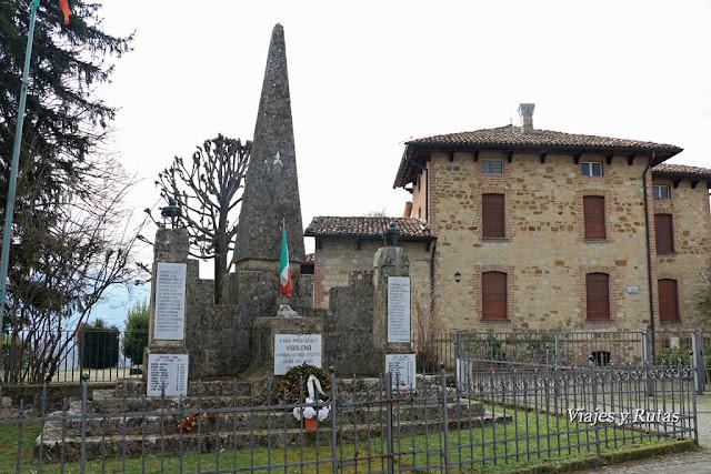 Plaza delantera a la fortificación de Vigoleno