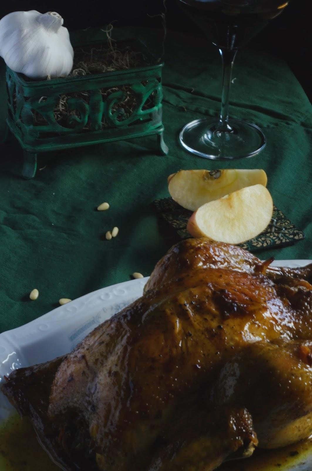 pollo asado con manzana y piñones