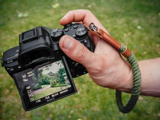 Alasan Menggunakan Kamera Mirrorless Untuk Street Fotografi