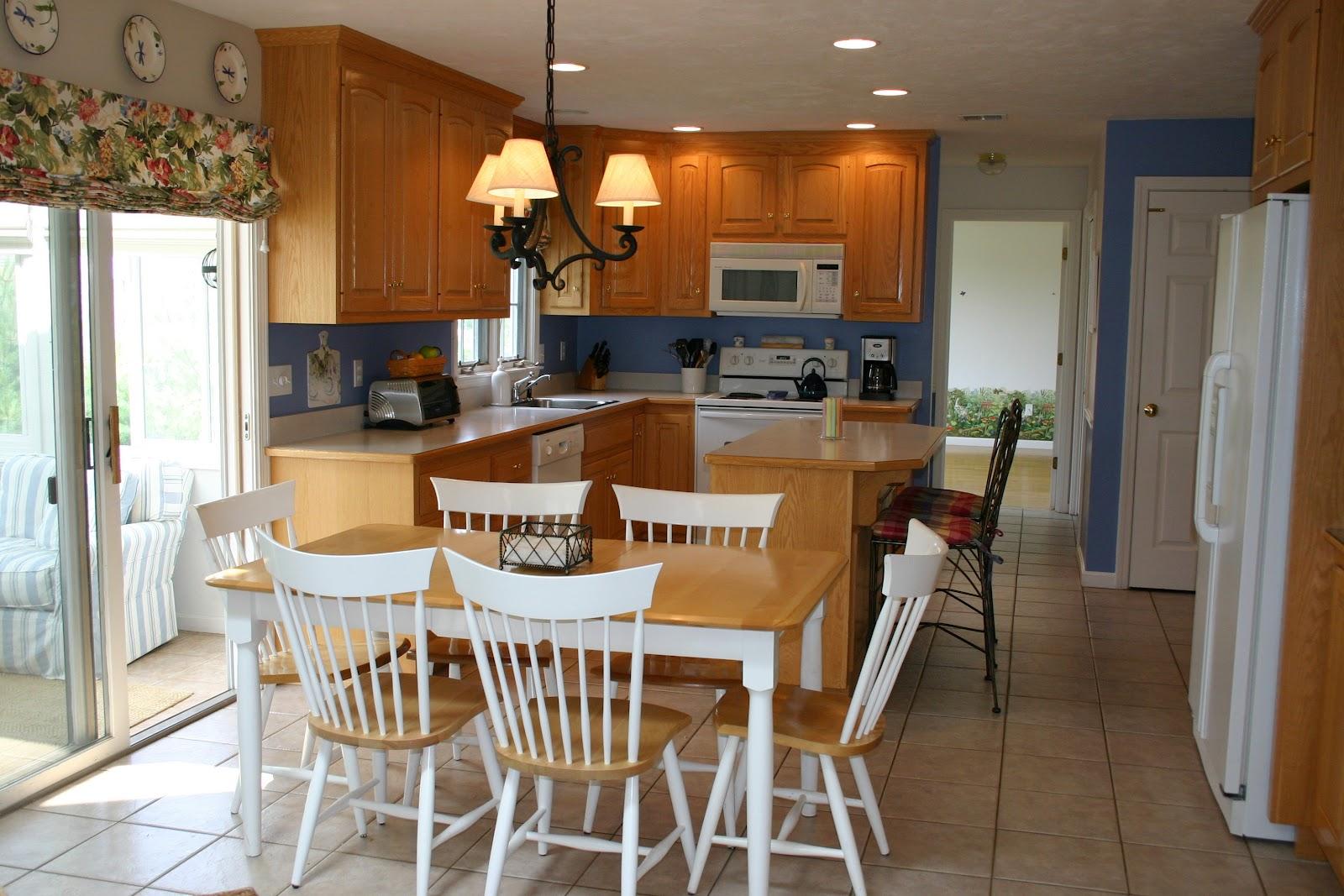 Light Wood Kitchen Table Credainatconcom - White and light wood kitchen table