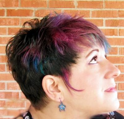 Black nail polish and lip gloss: Chopping of the hair and ...