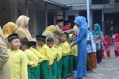 Mengurai Makna Idul Fitri YDUR Gelar Halal Bihalal Bersama Siswa Siswi
