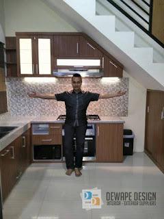 jasa kitchen set yang di bawah tangga