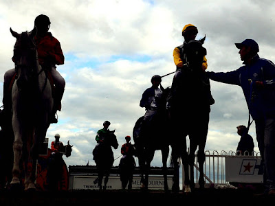 Outstanding Horse Racing Tricks To Earn More Money