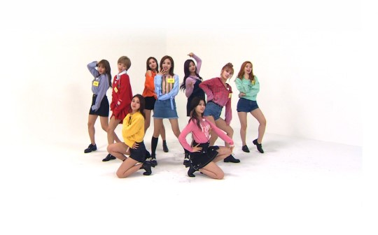 Pertama Kali Di 'Weekly Idol' TWICE Tunjukkan Tarian Lengkap 'TT'