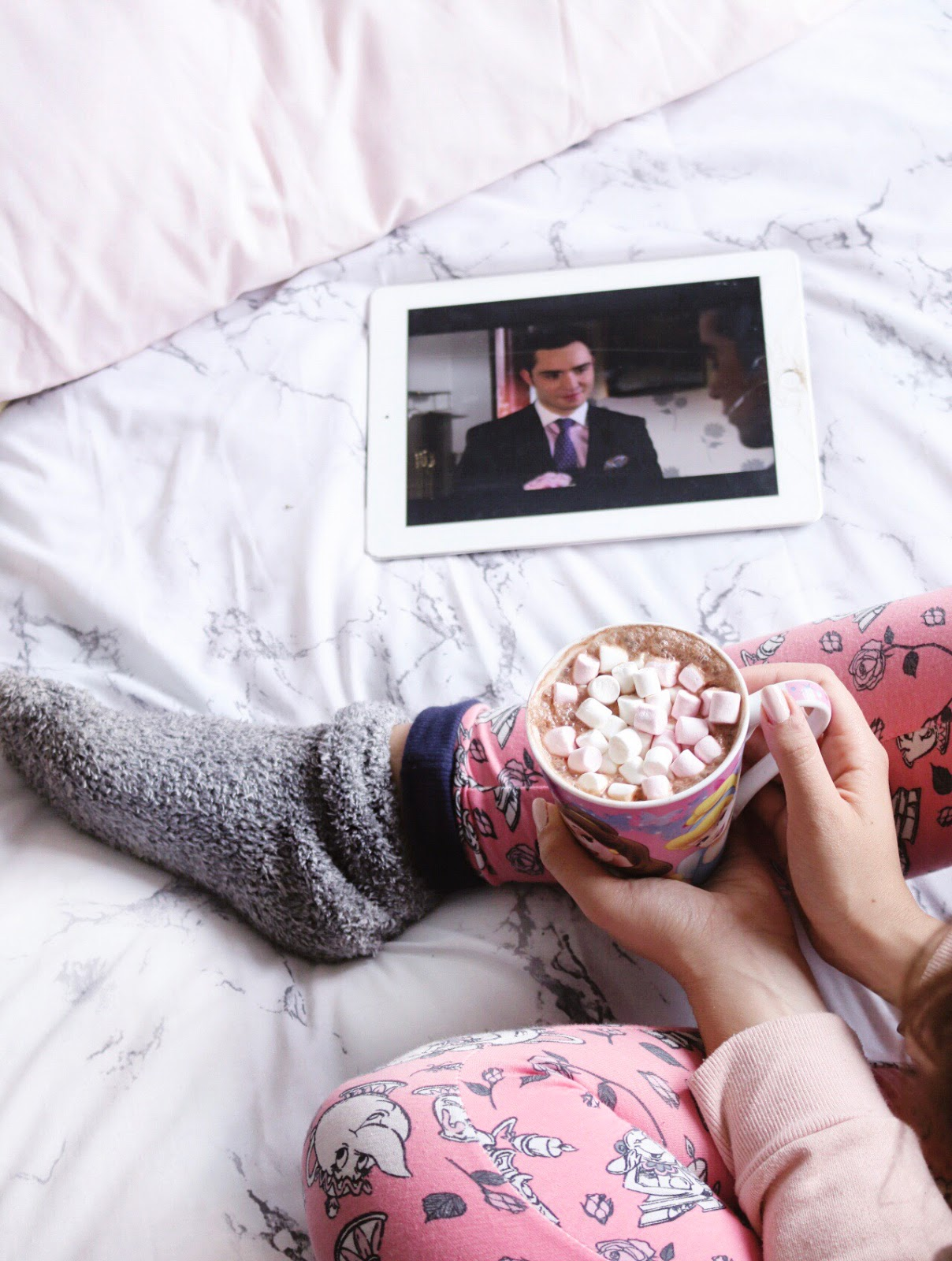 Cosy Things To Watch This Autumn, chuck bass, ed westick, Gilmore Girls, what to watch on netflix, autumn watching, night in, what to watch on tv, gossip girl, netflix, things to watch on a cosy evening,