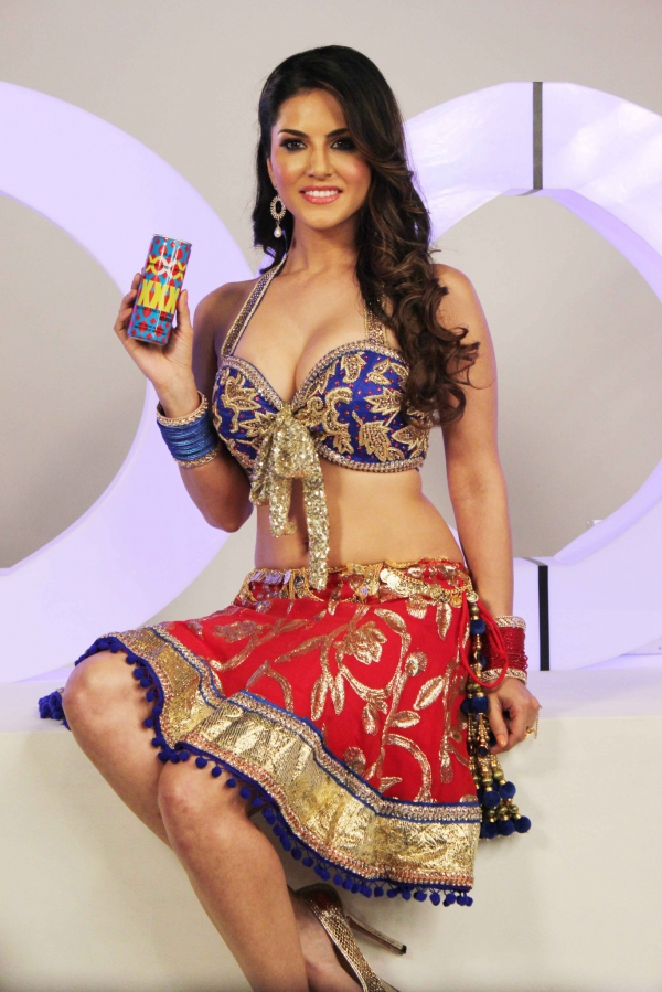 Hot cute fair Sunny leone permoting xxx energy drink
