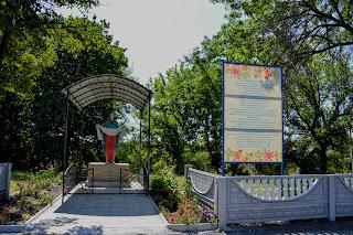 Село Золотой Колодезь. Скульптура Пресвятой Богородицы