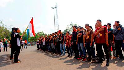 """Para Bikers mengikuti upacara peringatan kemerdekaan RI ke-72 sebagai rangkaian kegiatan """"Convoy Merdeka"""""""