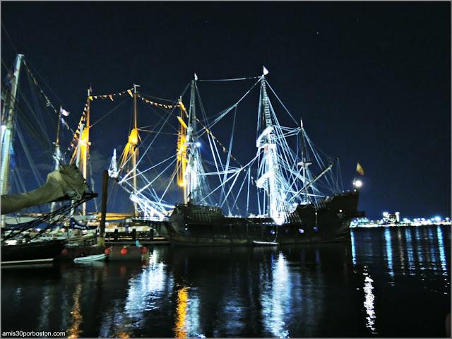 Fan Pier en el Puerto de Boston: El Galeón Andalucía de noche
