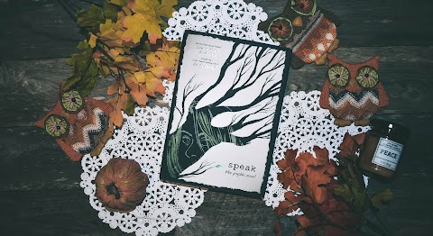 Book Review: Speak The Graphic Novel by Laurie Halse Anderson and Artwork by Emily Carroll