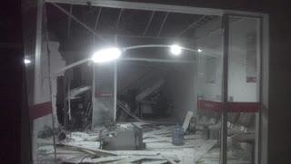 Terror: bando explode caixas eletrônicos e agência dos Correios em cidade da PB