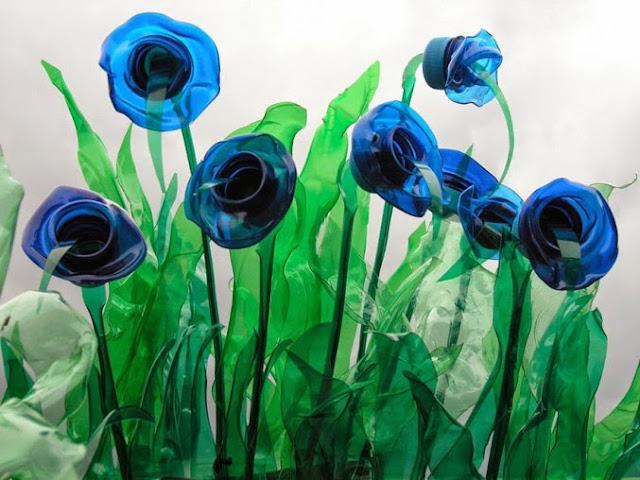 Esculturas con botellas de plastico recicladas