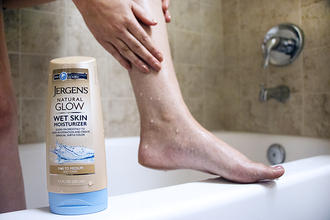 How to get a natural looking summer tan with JERGENS Natural Glow Wet Skin Moisturizer